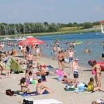 Rodzice odwiedzający jezioro od dawna upominają się o budowę placu zabaw dla dzieci?