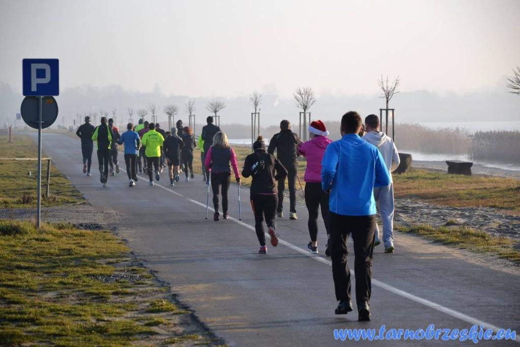 Wigilijny Bieg wokół Jeziora Tarnobrzeskiego