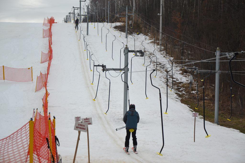 stoku narciarskiego w konarach