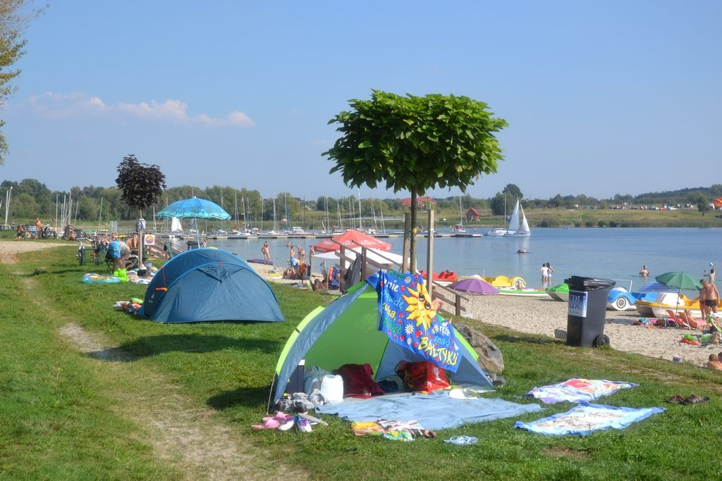 pole namiotowe nad jeziorem tarnobrzeskim