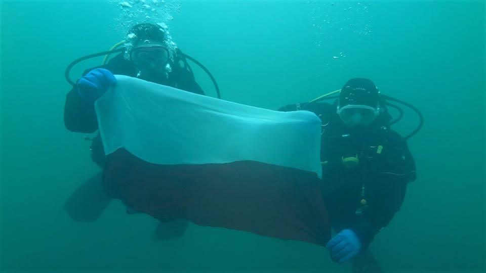 nurkowanie-z-flaga