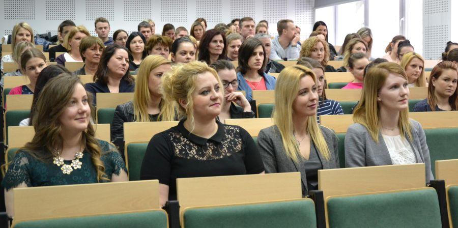 studentki-spolecznej-akademii-nauk
