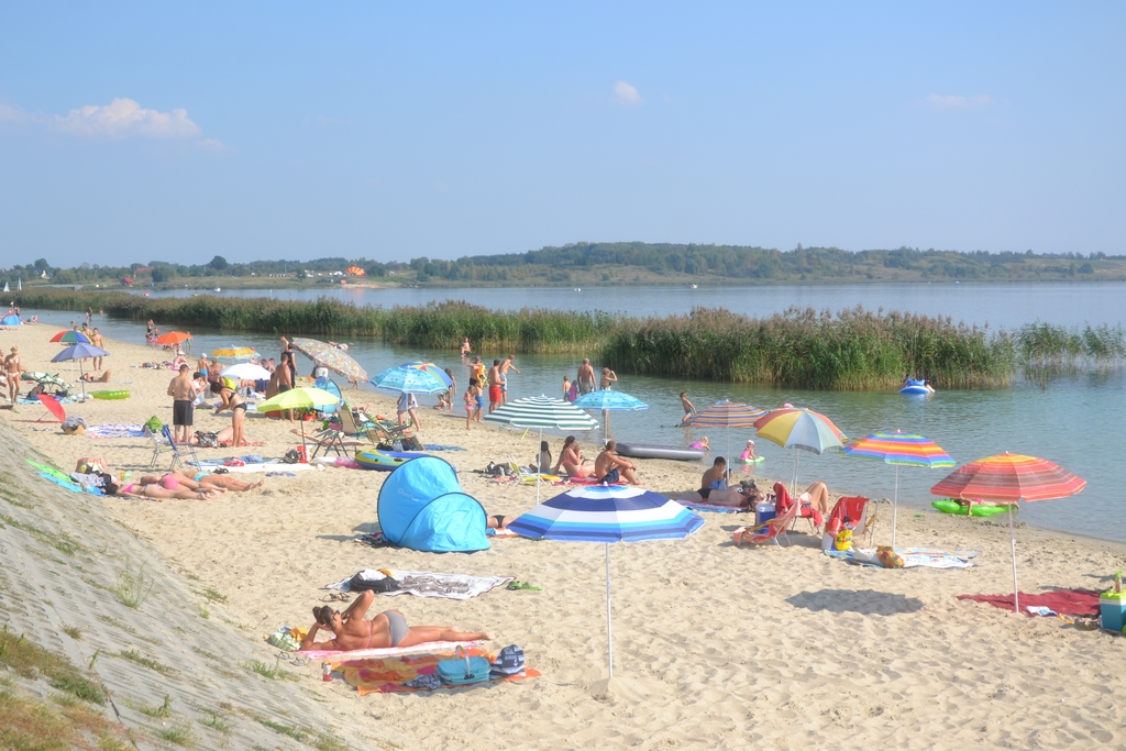 plaza-jezioro-tarnbrzeskie