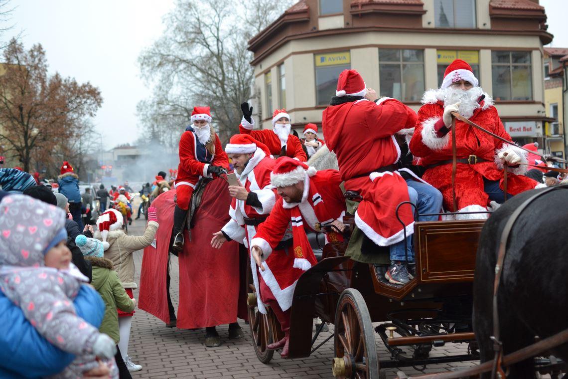 zdjęcia z Parady Mikołajów 2017