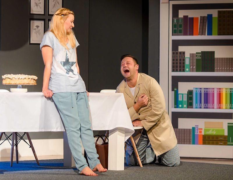 W Samorządowym Ośrodju Kultury w Nowej Dębie znów gościć będzie rzeszowski Teatr Bo Tak. Tym razem z komedią pod tytułem Tresowany mężczyzna.