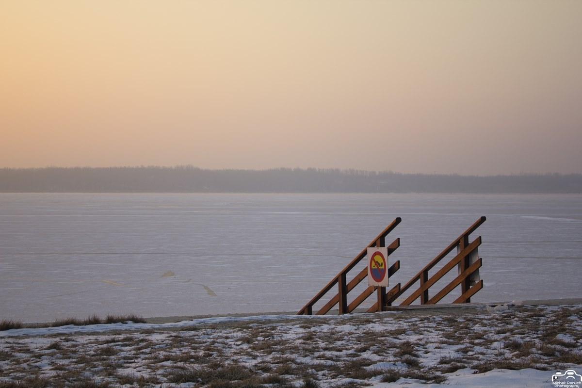 wschód słońca nad jeziorem tarnobrzeskim