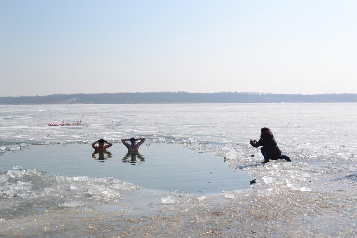 zamarznięte jezioro tarnobrzeskie